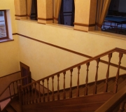 Лестница с первого на второй этаж.