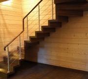 Лестница на больцах. Больцевая лестница. Воздушная лестница. Лестница из дуба.