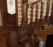 Деревянная элитная лестница на второй этаж