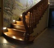 Дубовая лестница с подсветкой