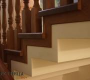 Декоративная рейка для закрытия технических швов на монолитной лестнице