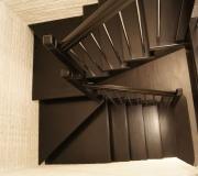 Современная лестница в загородном доме