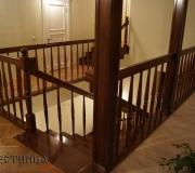 Лестница с покрытием глянцевого лака