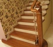 Дубовая лестница авторской работы. Двух цветная.