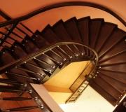 Облицовка монолитной лестницы, дубовыми ступенями.
