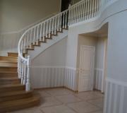 Лестница из дуба на второй этаж.