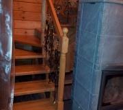 Лестница с поворотными ступенями в частном доме