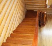 Лестница окрашена в заводских условиях, полиуретановым лаком