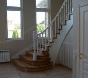 Лестница в загородном доме в Московской области