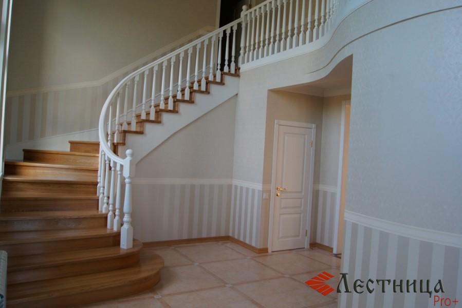 эффектные лестницы из дуба