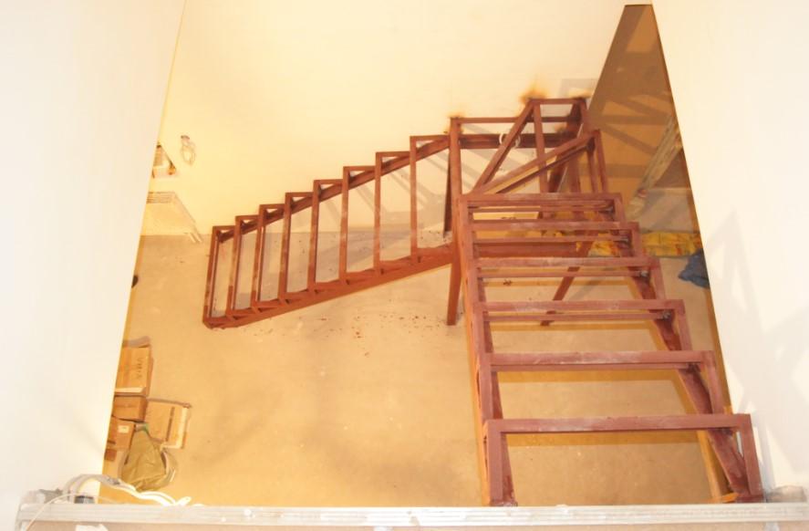 недорогие лестницы на металлокаркасе