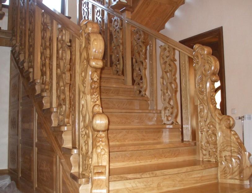 лестница из ореха в интерьере