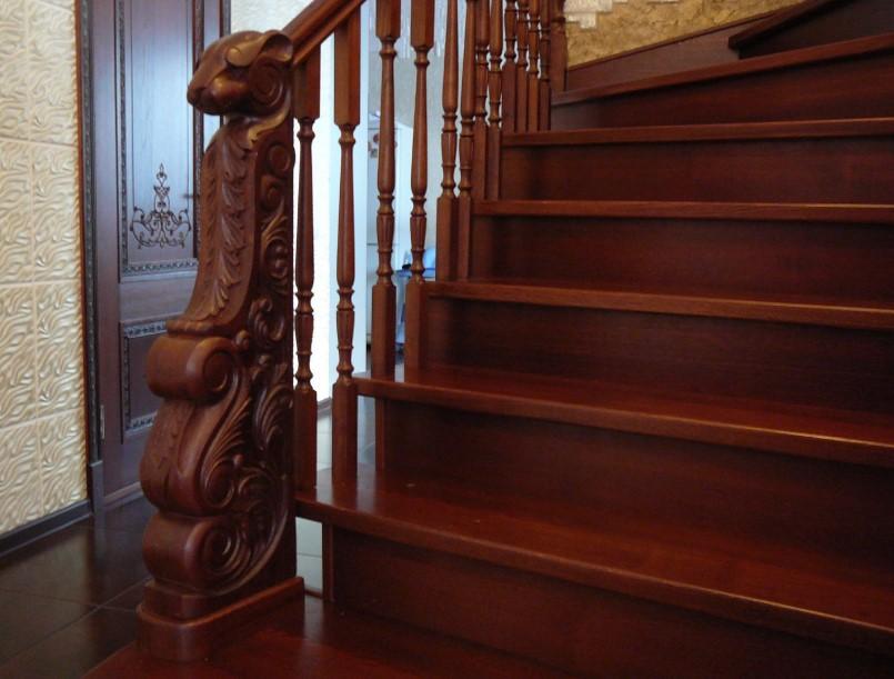 лестница из ореха на заказ