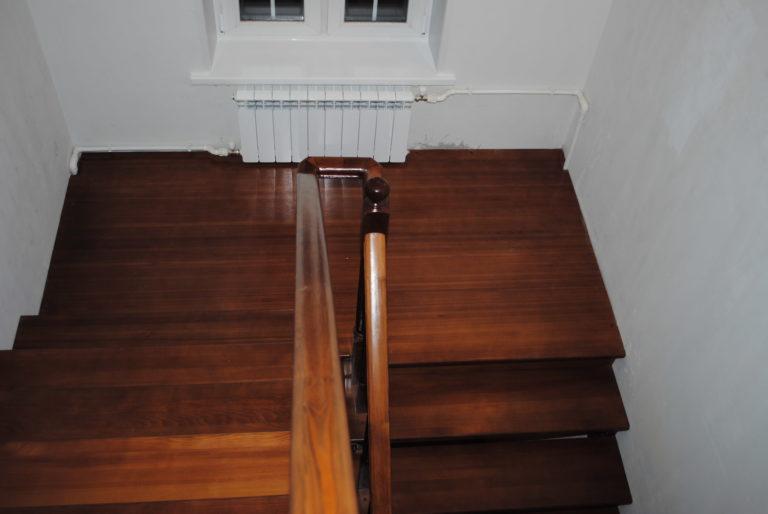 Лестница поворотная на 180 градусов своими руками