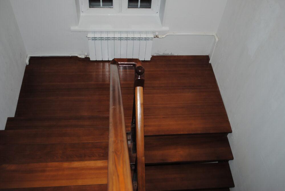 Лестница поворотная на 180 градусов