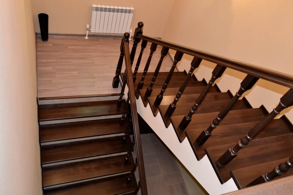 О лестнице с площадкой