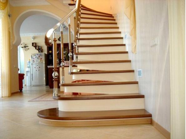Лестница в таунхаус