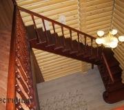Деревянная лестница в загородном доме.