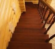 Лестница из лиственницы.