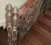 Лестница из дуба с ковкой