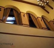 Декоративная деревянная раскладка по стенам.