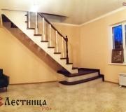 Деревянная лестница на косаурах
