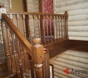 Ограждение деревянной лестницы на втором этаже