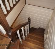Лестница в деревянном доме