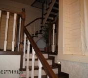 Лестницы с первого на второй и с второго на третий этажи