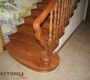 Лестница с пригласительной-круглой ступенью