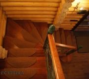 Деревянная лестница загородном доме