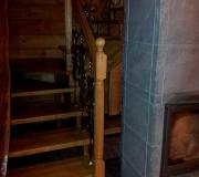 Деревянная лестница у камина