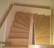Лестница из ясеня, с повортными ступенями.