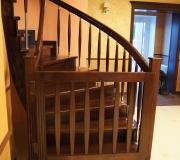 Калитка, дверца для лестницы для детей.