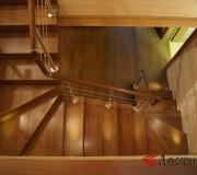 Лестница на 180 с забежными ступенями.