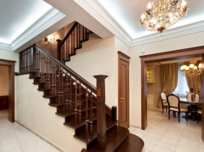 деревянные лестницы для загородного дома