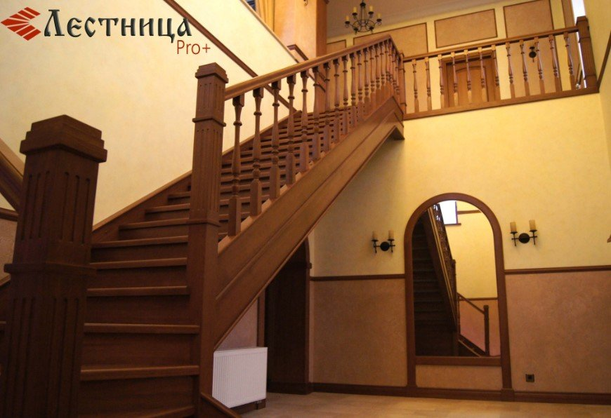 достоинства дубовых лестниц
