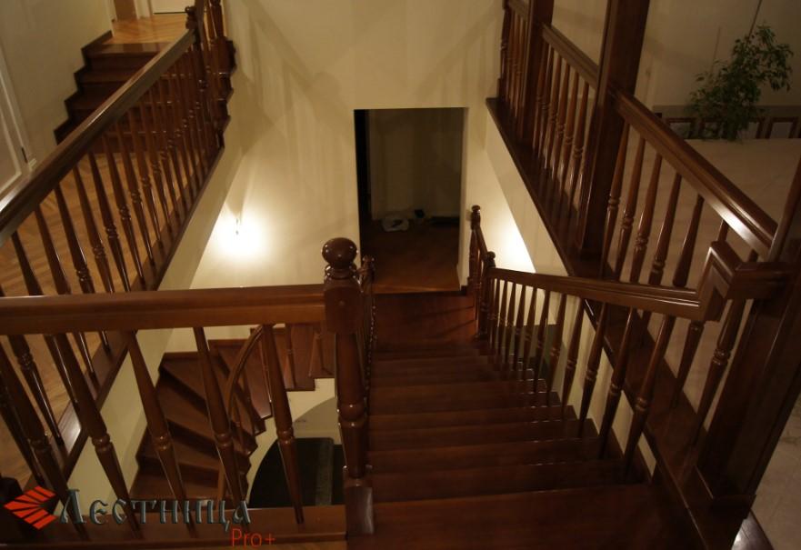 достоинства лестниц из хвои