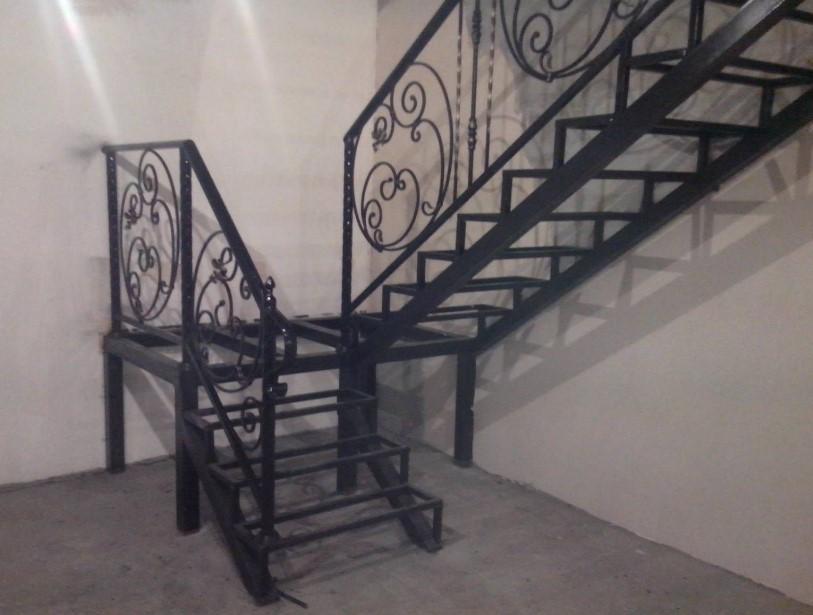 красивые кованые лестницы в интерьере