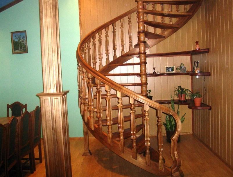 лестница на второй этаж по индивидуальному эскизу