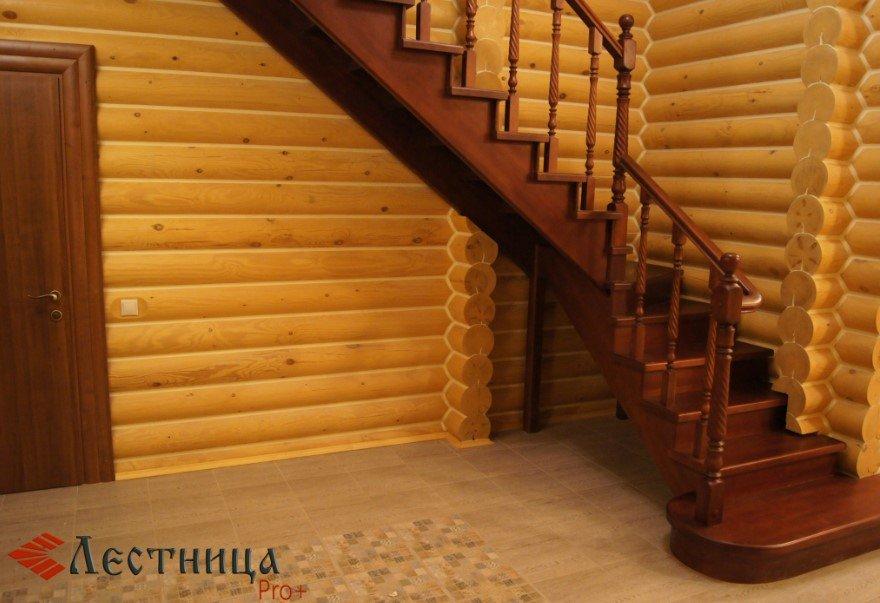 лестница из сосны в интерьере