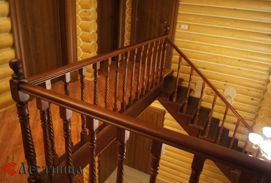 недорогая лестница из сосны