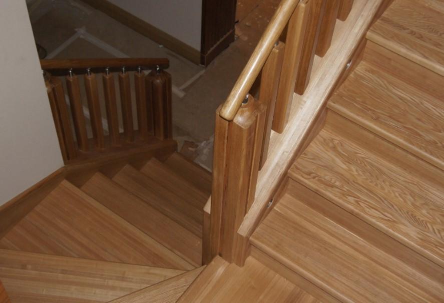 лестница из ясеня в интерьере