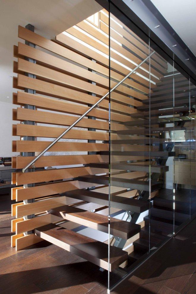 О лестнице на металлокаркасе с деревянными ступенями