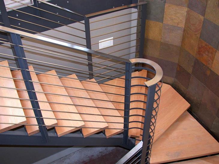 Лестницы на металлокаркасе с деревянными ступенями