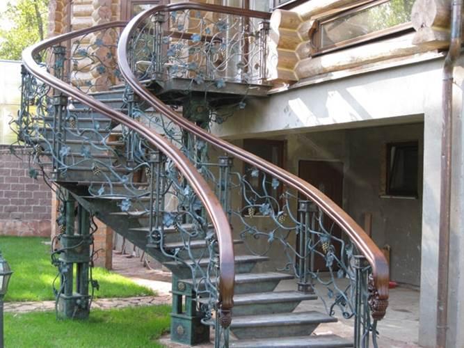 О многомаршевой лестнице
