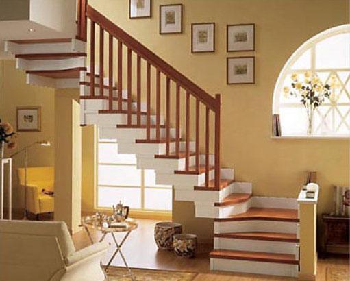 Трехмаршевая лестница с двумя площадками