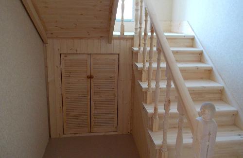 О двухмаршевой лестнице с площадкой