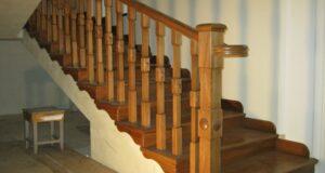 калошница на лестнице